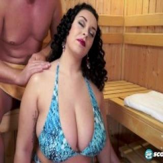 Anastasia Lux BBW Sauna hardcore